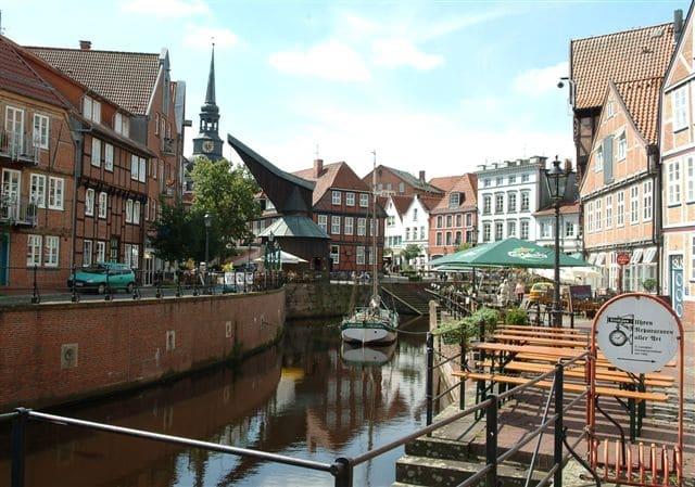 Der alte Hafen inmitten der historischen Altstadt von Stade - Wilkens-Immobilien - 2017